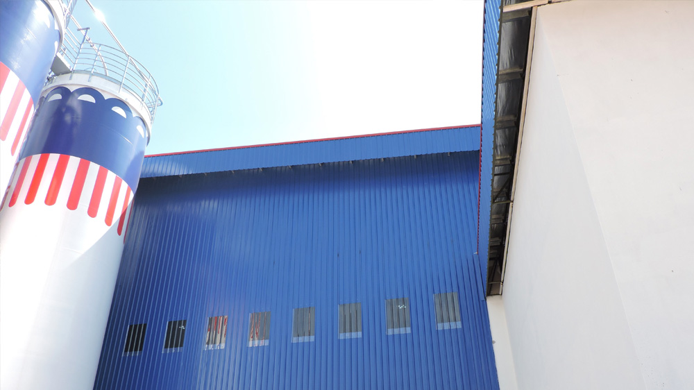 Project: Food Manufacturing Factory, Shah Alam<br />Material: ColourMaxx Alpha Excel<br />Application: Wall Cladding