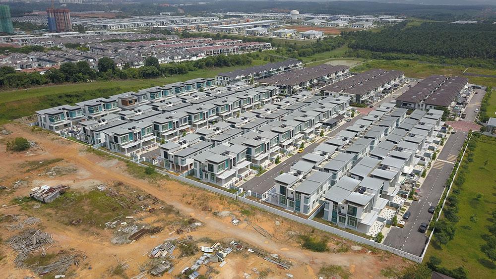 Project: Seri Austin Residence, Johor Bahru <br />Material: ColourMaxx Alpha Excel <br />Application: Roofing
